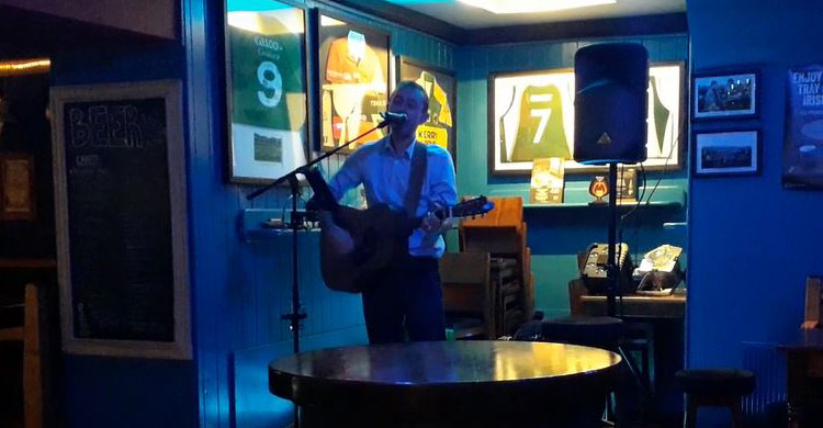 David Dillon LIVE on stage at Paul Geaney's Bar & Restaurant Dingle Wild Atlantic Way.