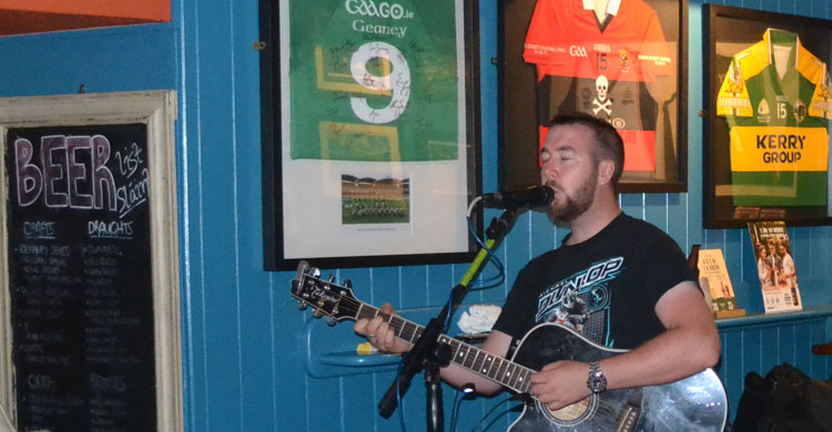 Declan Mc Taggart LIVE on stage at Paul Geaney's Bar & RestaurantDingle Wild Atlantic Way.