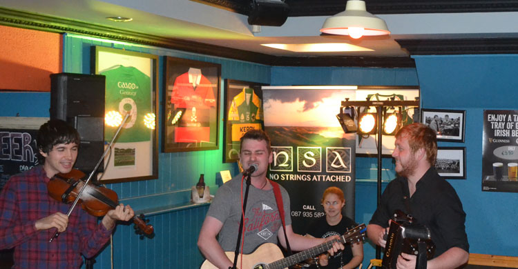 No Strings Attached LIVE on stage at Paul Geaney's Batr Restaurant Dingle Wild Atlantic Way.