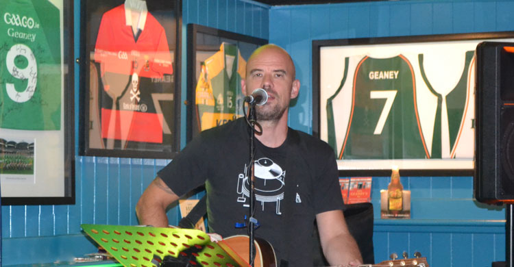 Tom O'Brien LIVE on stage at Paul Geaney's Batr Restaurant Dingle Wild Atlantic Way.